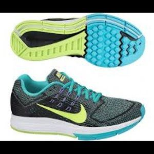 Nike womens zoom structure 18